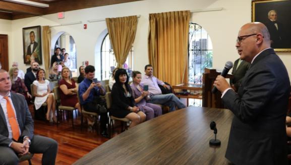 Docentes de la Escuela de Lenguas Modernas forman parte de nuevos traductores e intérpretes oficiales